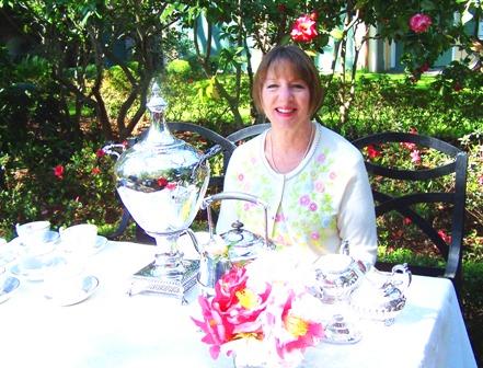 JANET SERVES TEA